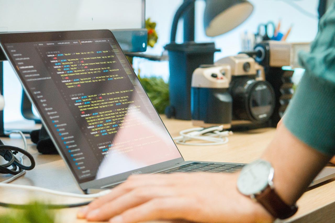 フリーターからプログラマーになる最善の方法【未経験も就職できる】