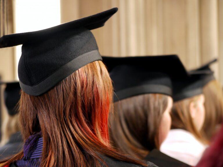 大学卒業者